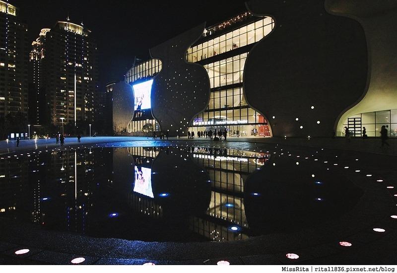 台中歌劇院光雕 台中耶誕 台中聖誕活動 臺中國家歌劇院 臺中國家歌劇院聖誕 聖誕燈光秀 歌劇院聖誕燈光2